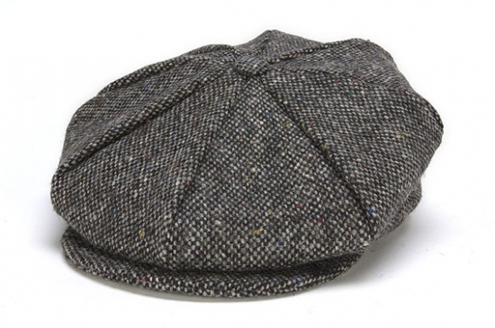 Eight Piece Tweed Cap in Grey